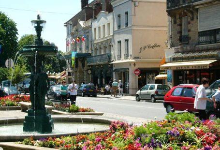 Visite guidée de la ville de Fontainebleau « ! » Il reste encore quelques…