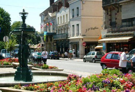 Visite guidée de la ville de Fontainebleau L'Office de Tourisme du Pays de Fontainebleau…