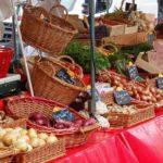 Dimanche, on vous recommande le marché gastronomique à Samois-sur-Seine, sur la place de la…