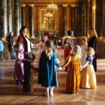 Formidable souvenir pour les enfants. Un carnaval royal au château. En garde! Destination d'exception