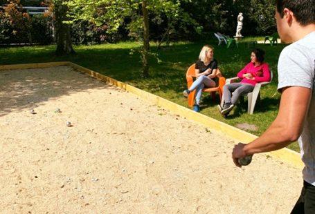 Un samedi après-midi détente dans le jardin du Mercure Château de Fontainebleau. 4 Mai…
